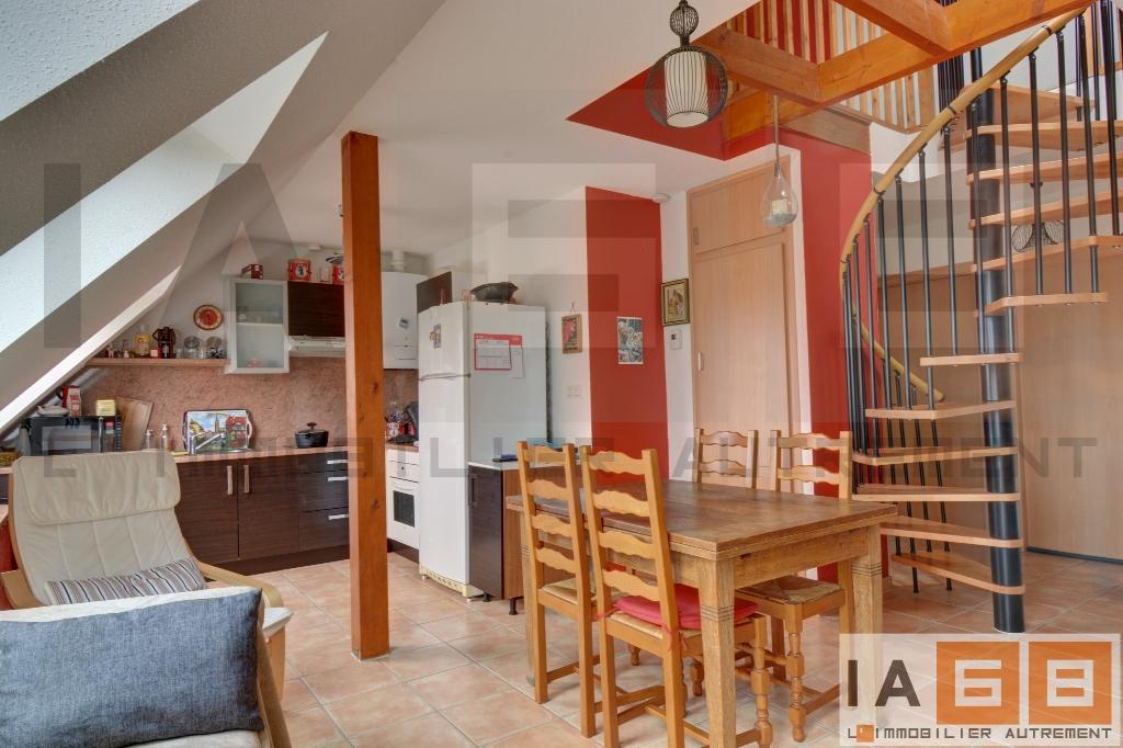 Appartement F3/4 avec mezzanine, lumineux et calme. – LOUÉ ! –
