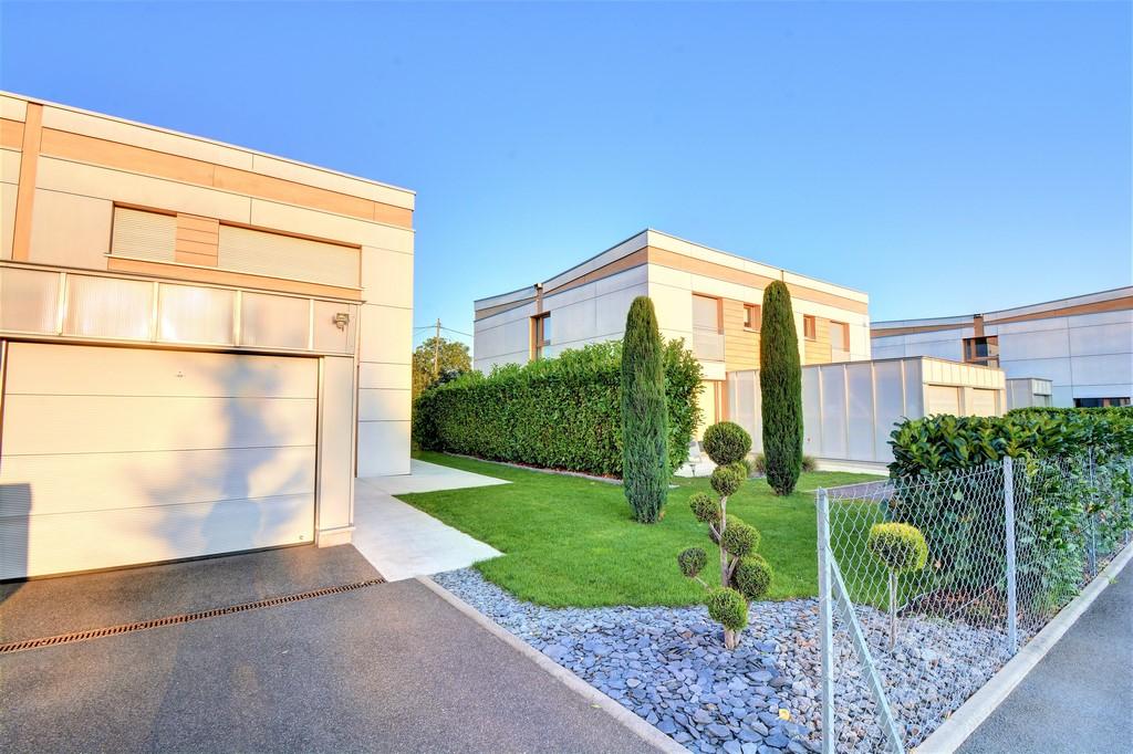 COLMAR SUD/MARAICHERS- MAISON BBC/GEOTHERMIE -3ch-jardin-terrasse – VENDU ! –